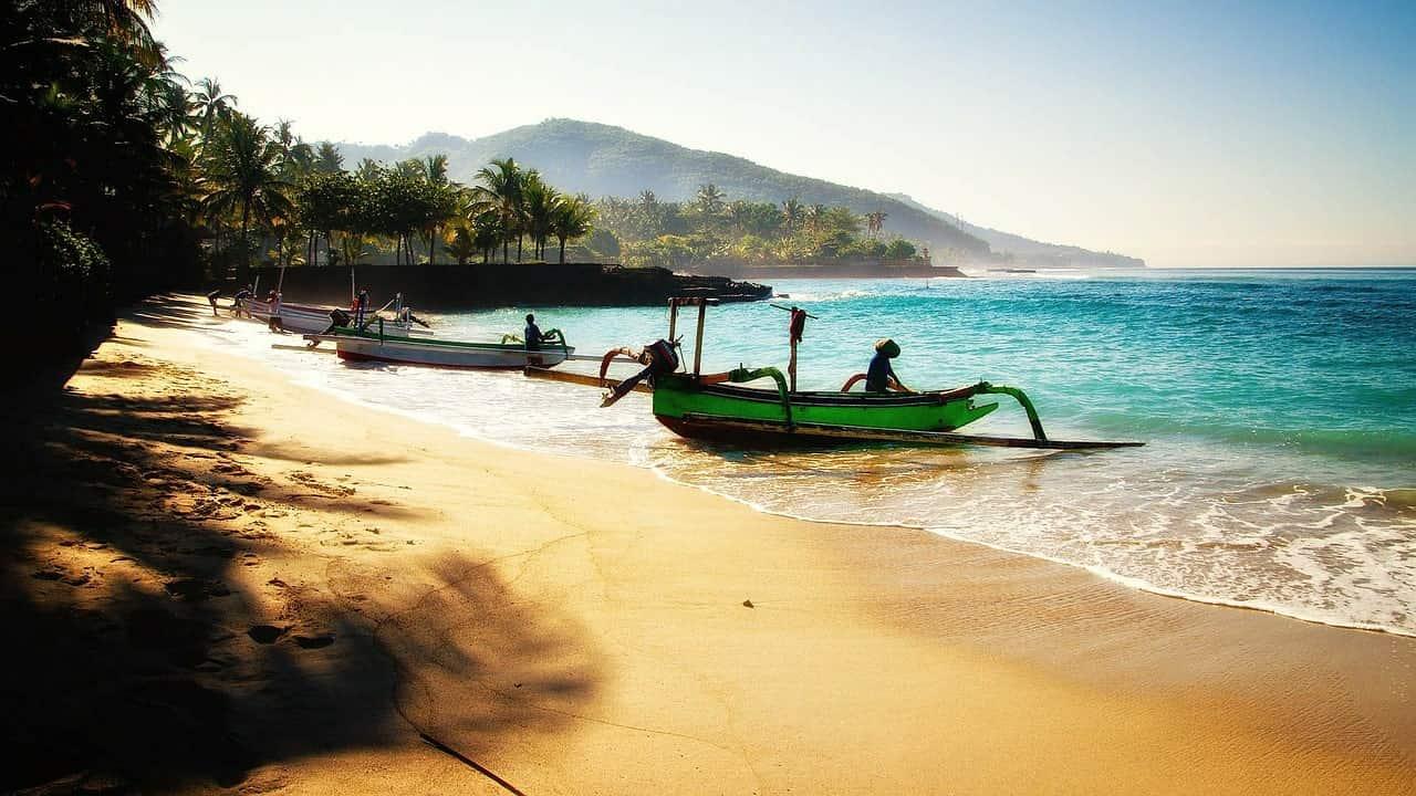 شاطي من شواطئ جزيرة بالي اندونيسيا صور