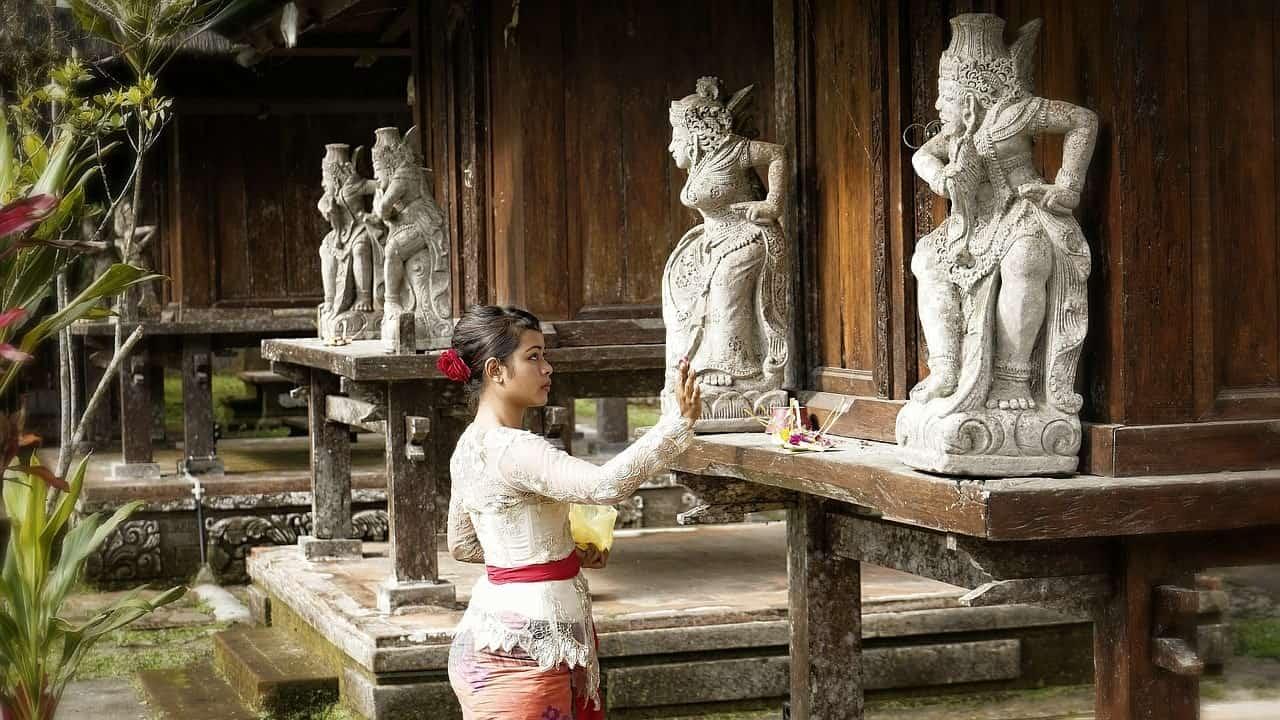 معبد من معابد جزيرة بالي اندونيسيا صور